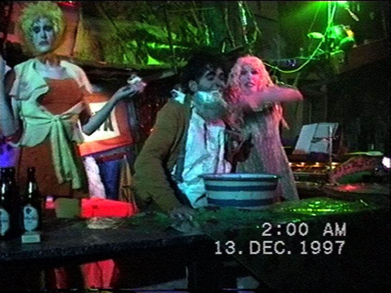 1997-12-12-SF-Schmalzwald-14-feeding