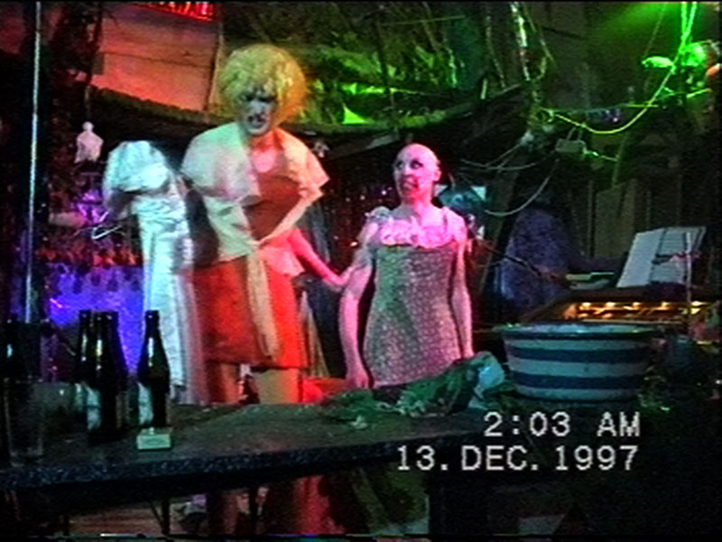 1997-12-12-SF-Schmalzwald-20-take-off-dress