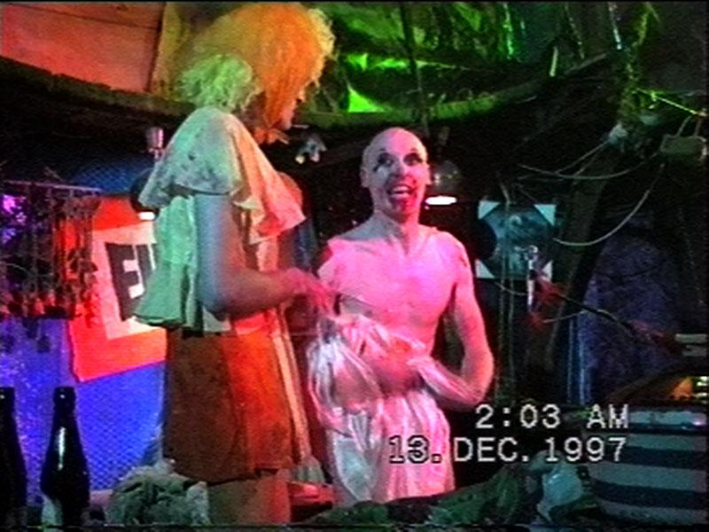 1997-12-12-SF-Schmalzwald-22-paul-danny-dress