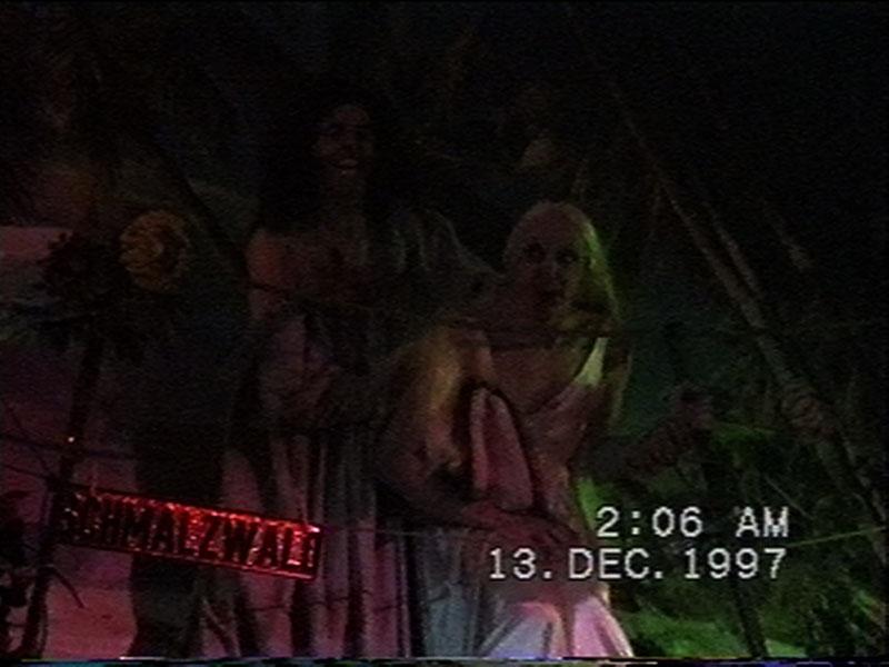 1997-12-12-SF-Schmalzwald-26-carrie-let-us-pray