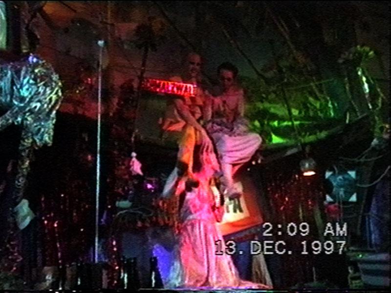 1997-12-12-SF-Schmalzwald-32-paul-kiss-shaun-feet