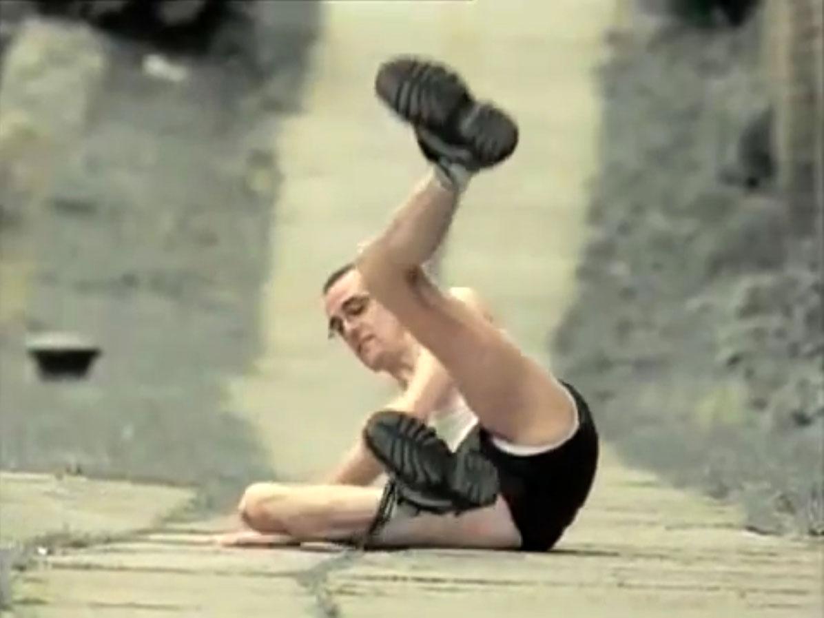 1998-04-01-Hefner-Sweetness-Lies-Within-videograb-03