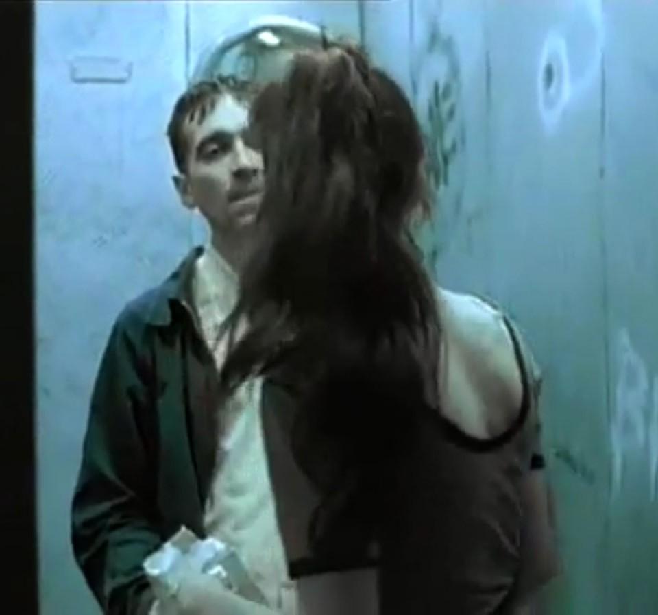 1998-04-01-Hefner-Sweetness-Lies-Within-videograb-18
